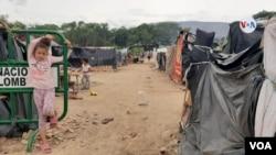 En el sector de la Parada a pocos metros del puente fronterizo cerca de 700 migrantes adecuaron carpas improvisadas a la espera de poder retornar a Venezuela.