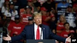 Rais Donald Trump wa Marekani akihutubia mkutano wa kisiasa mjini Tulsa, Oklahoma, Jumamosi Juni 20, 2020. (Picha ya AP/Sue Ogrocki)