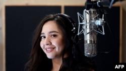 منیژه سنگین، خواننده روس تاجیکتبار