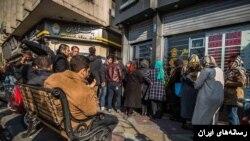 در سالهای اخیر و همزمان با کاهش ارزش پول ملی ایران، مردم عادی برای خرید چند صد دلار با سختی روبرو شدهاند. اما ارز صادراتی عمدتا به شرکتهای دولتی و نیمه دولتی داده میشود.