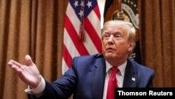 En una orden ejecutiva, Trump anunció que Estados Unidos va a bloquear las propiedades o activos de cualquier funcionario del tribunal de La Haya que esté involucrado en la investigación.