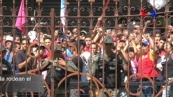 Chavistas rodean la Asamblea Nacional en Caracas