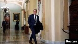 El exsenador republicano Jeff Flake, del estado de Arizona, es uno de los que ha decidido respaldar al demócrata Joe Biden.