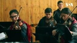 علاقهمندی دختران افغان به موسیقی