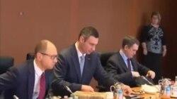 """Кличко та Яценюк на """"оглядинах"""" у Берліні"""