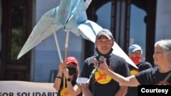 Lam Hong Le, left, speaks at a rally organized by Tsuru for Solidarity, outside California's State Capitol in Sacramento, June 4, 2021, to gather support for a petition seeking a pardon. (Kiyoshi Ina)