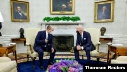조 바이든 미국 대통령(오른쪽)이 27일 백악관에서 나프탈리 베네트 이스라엘 총리와 만났다.