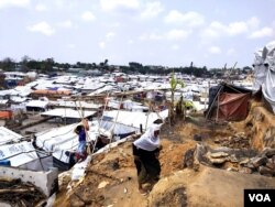 Part of Balukhali Rohingya Refugee camp, Cox's Bazar, Bangladesh, as it looks now, two weeks after a devastating fire ravaged the area. With the support of aid agencies and others, the refugees have rebuilt most of the shanties. (Nur Islam/VOA)