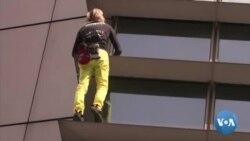 Le Spiderman français grimpe au sommet d'une tour de Manille