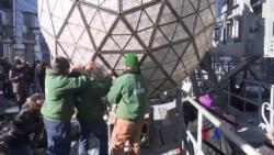 2017-12-31 美國之音視頻新聞: 紐約時報廣場水晶球落下跨年倒數慶祝