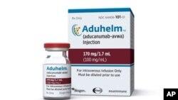 La Administración de Alimentos y Medicamentos aprobó el Aduhelm, el primer medicamento nuevo para la enfermedad de Alzheimer en casi 20 años, el 7 de junio de 2021.
