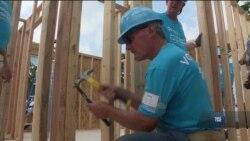 Екс-президент США з дружиною роками працюють на будівництві. Відео