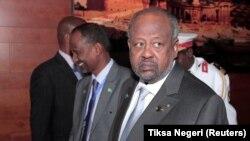 Le président djiboutien Ismail Omar Guelleh arrive pour une réunion à la 33e session ordinaire de l'Assemblée des chefs d'État et de gouvernement de l'Union africaine (UA) à Addis-Abeba, en Éthiopie, le 10 février 2020.