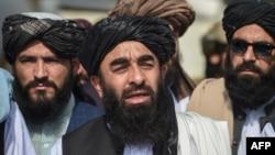 طالبان میڈیا کے لیے ہدایات جاری کر چکے ہیں جن میں صحافیوں کو تاکید کی گئی تھی کہ وہ حکومت کے میڈیا سینٹر کے ساتھ مل کر تفصیلی رپورٹس تیار کریں۔