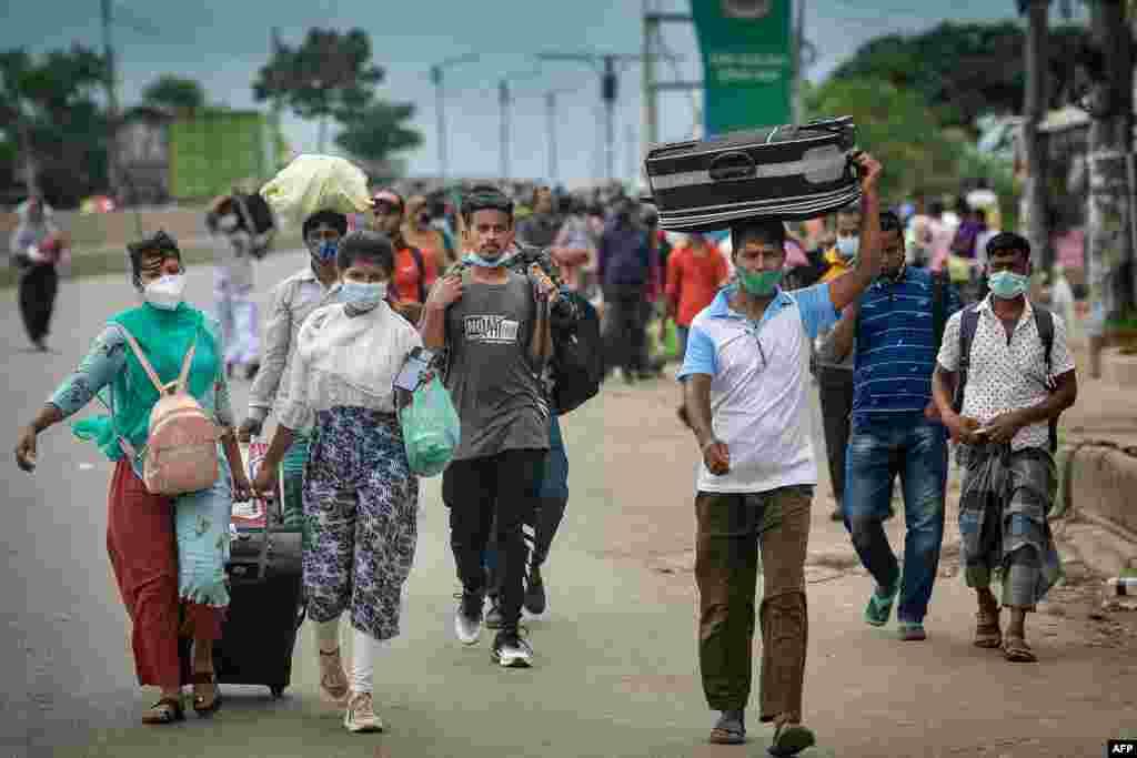 방글라데시 정부가 신종 코로나바이러스 방역을 위해 다카에 봉쇄령을 선포한 뒤 사람들이 고향으로 떠나고 있다.