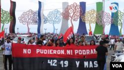 Los simpatizantes del gobierno estuvieron a más de 300 metros de la tribuna desde donde habló el presidente de Nicaragua, Daniel Ortega, en el acto por el 42 aniversario de la Revolución Sandinista. Foto VOA.