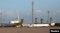 Imagem de arquivo de aeroporto de Tripoli, na Líbia. O aeroporto ficou danificado depois do ataque