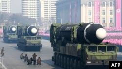 지난 2018년 2월 북한 평양에서 열린 인민군 창건 70주년 열병식에 '화성 15형'으로 보이는 장거리 탄도미사일과 이동식 발사차량이 등장했다.