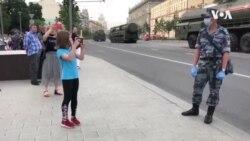 Rusiyada yumşalmalar, hərbi parad və referenduma hazırlıq