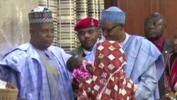 Rais Muhammadu Buhari wa Nigeria akutana na msichana wa Chibok aliyeokolewa kutoka kwa Boko Haram