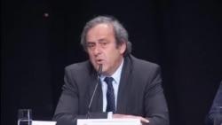 Michel Platini demande à Blatter de démissionner