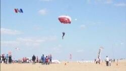 Mesir Pulihkan Pariwisata dengan Kompetisi Terjun Payung