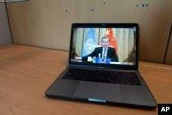 El canciller chino Wang se dirige por videoconferencia a los asistentes a la 75 Asamblea General de Naciones Unidas.
