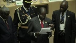 Mugabe Hands Over One Million Dollar Cheque to African Union